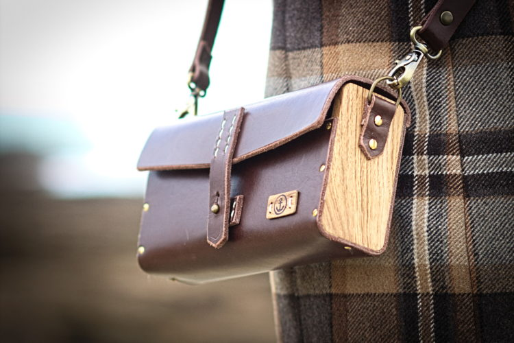 sac à main cuir et bois