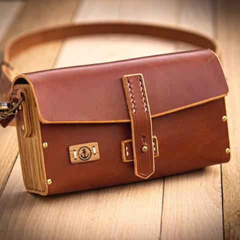 sac à main cuir et bois couleur cognac
