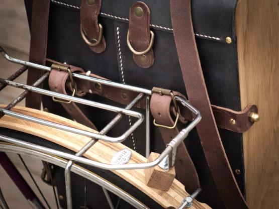 sacoche vélo système de fixation cuir