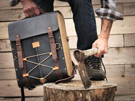 sac à dos cuir et bois vintage
