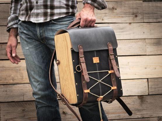 sac à dos cuir et bois