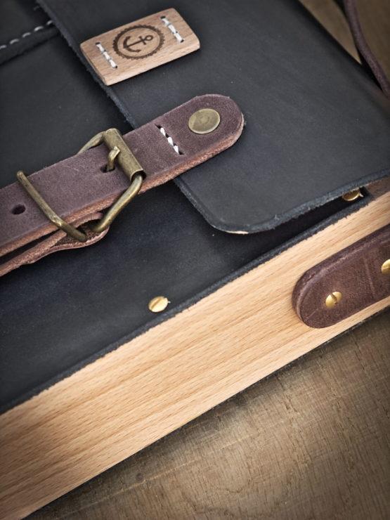 sac bandoulière cuir et bois noir vintage
