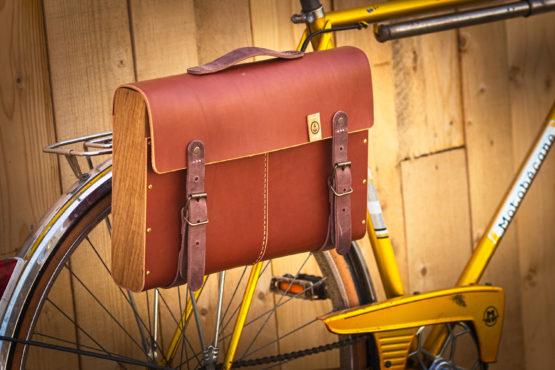 Cartable vélo cuir et bois