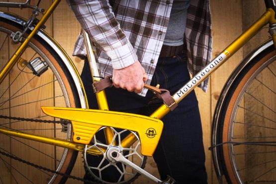 porte vélo cuir et bois