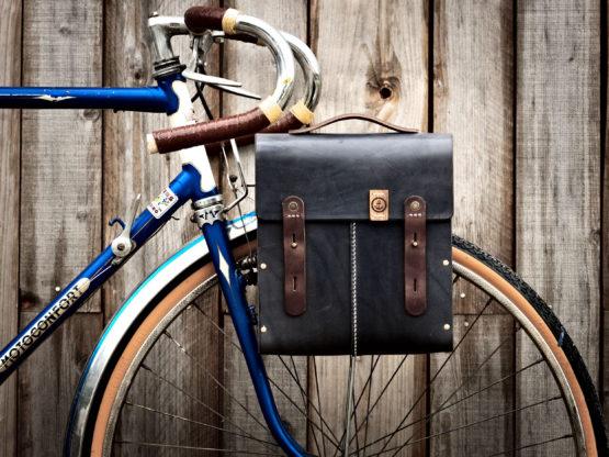 Sacoche vélo cuir et bois